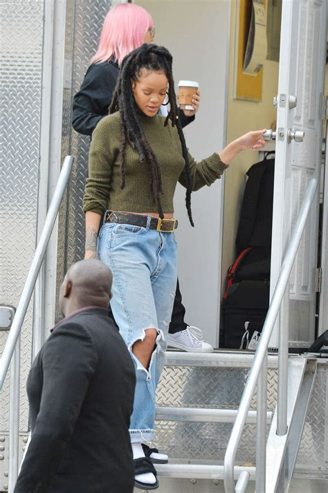 Riana Set rihanna on the set of oceans 8 09 gotceleb
