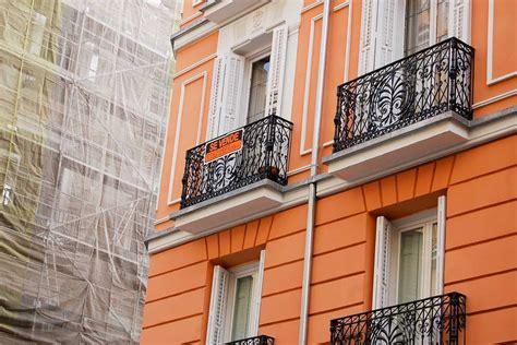 cartel venta piso peligra el acceso a la vivienda en la periferia de madrid