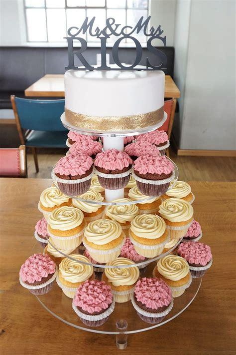Hochzeitstorte Und Cupcakes by Hochzeitstorte Mit Cupcakes In M 252 Nchen Und Umgebung