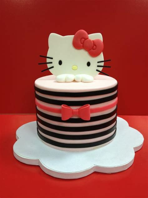 you to see clean simple cake design by manal sugar