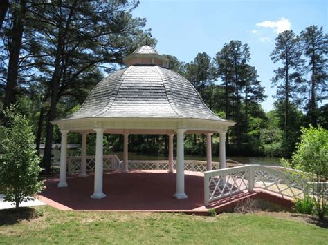 Gazebo Overlooking Lake Picture Of Vines Botanical Vines Botanical Gardens