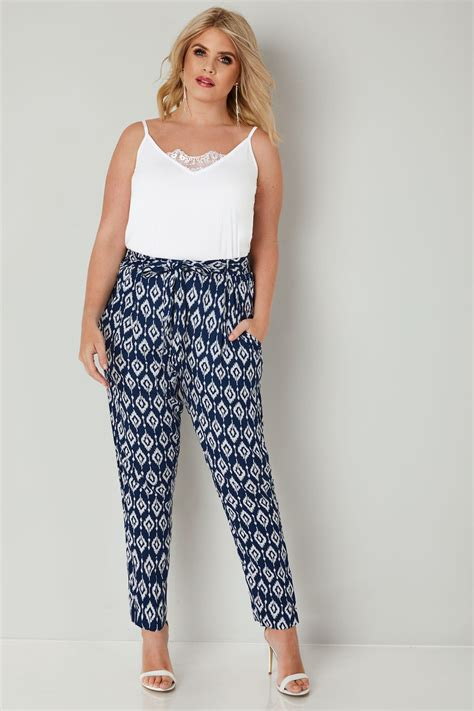 Text Decoration Italic by Blue White Print Tapered Leg Trousers Plus Size