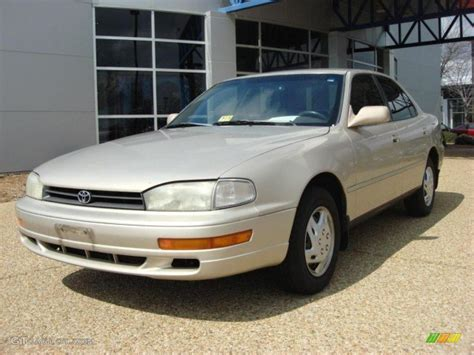 1992 Toyota Camry 1992 Almond Beige Pearl Toyota Camry Le Sedan 46776143