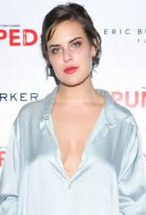 Tallulah willis has a tattoo of tony hawk s name on her butt see