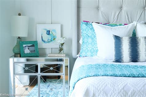 How To Decorate Master Bedroom by How To Decorate Your Master Bedroom On A Budget The
