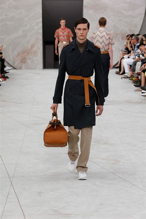 Louis Vuitton Guess Who With The Ss 07 Louis Vuitton Riveting Handbag by Louis Vuitton Mens Ss15 Catwalk Show Ftape Fashion