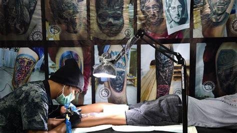 tattoo expo jakarta creatividad y color en la exposici 243 n de tatuajes en