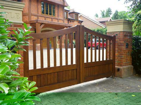 kerala home gates design colour 木质别墅大门图片 土巴兔装修效果图