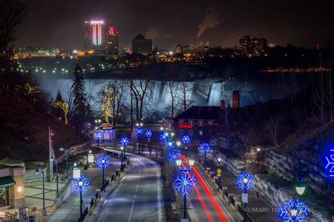 niagara falls at night stunning holiday light displays