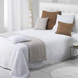couvre lit 180 x 250 cm thea blanc couvre lit boutis