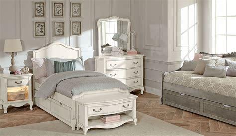 Kensington Antique White Charlotte Youth Panel Bedroom Set White Trundle Bedroom Set