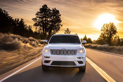 green jeep cherokee 2017 jeep grand cherokee hellcat trailhawk reportedly green lit