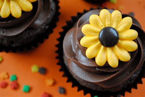 Sunflower Cake Decorations sunflower cake decorations royal icing made with chocolate