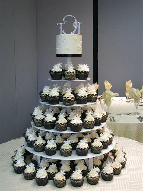 Hochzeitstorte Und Cupcakes by Hochzeits Cupcakes Wundersch 246 Ne Beispiele Archzine Net