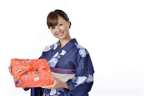 in japanese gift giving in japan tokyoing