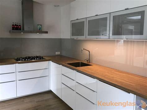houten keuken groningen keuken achterwand glas aardetint 500 voorbeelden
