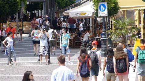 imagenes urbanas con personas 11632 personas cruzando la calle y avenidas raw