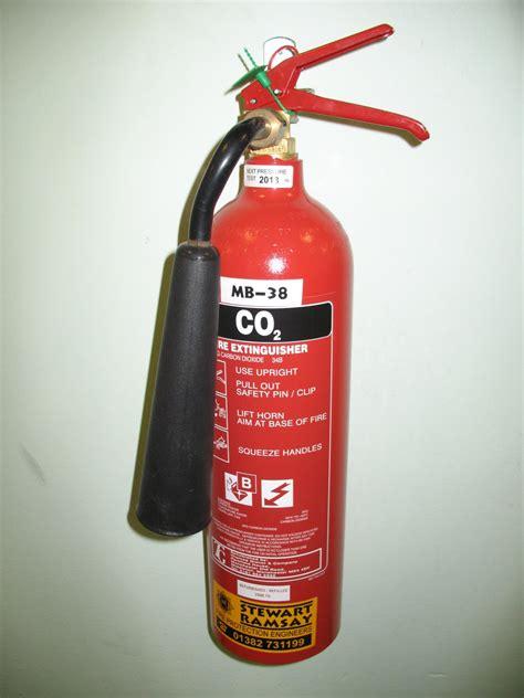 Alat Pemadam Api Karbon Dioksida juruteknik sistem komputer tahap 2 dan 3 skm alat pemadam api apa jenis serbuk karbon