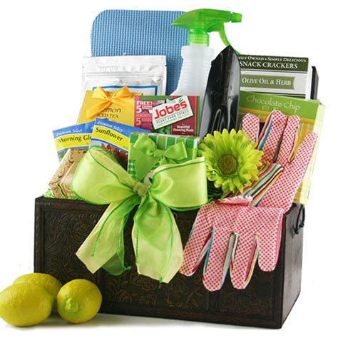 Garden Gift Basket Ideas Gardening Gift Basket Ideas Smalltowndjs