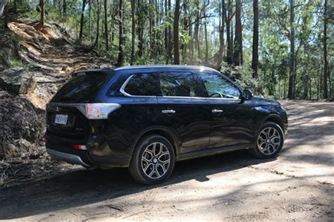 mitsubishi outlander road mitsubishi outlander road review