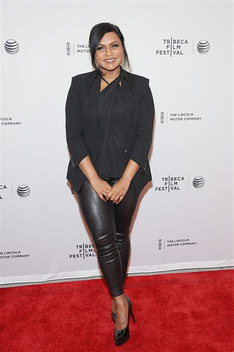 why does mindy kaling wear a wig on her show 96 best mindy kaling images on pinterest mindy kaling
