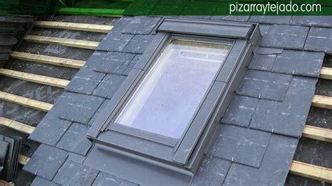 ventanas en techo montaje de ventanas de techo velux de una casa con tejado