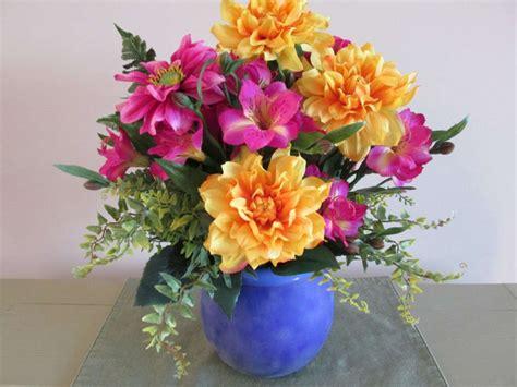 vaso con fiori centrotavola fai da te con i fiori finti foto
