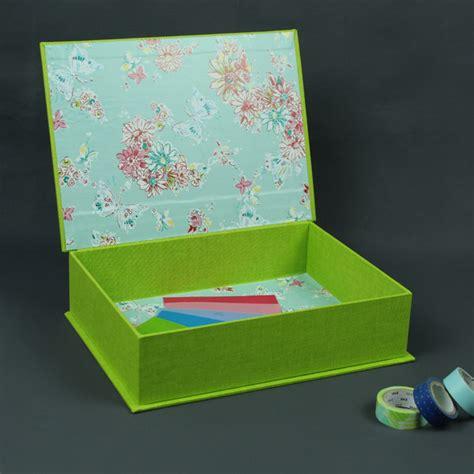 Kleines Nachtkästchen kleines grasgr 252 nes schminkk 228 stchen mit farbenfrohem inneren