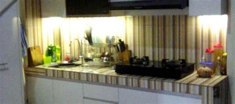 Lemari Dapur Bawah lemari dapur bawah tangga memanfaatkan ruangan sempit