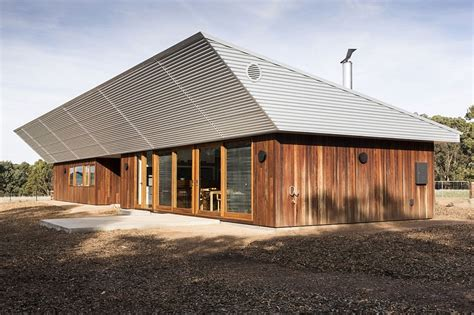 Narrow House Plans With Garage Energy Efficient Home Charms With A Distinct Roof And An