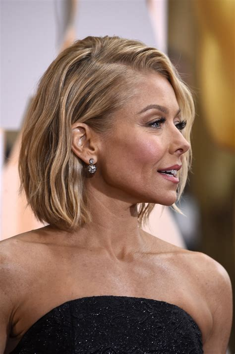 how does kelly ripa style her hair kelly ripa hair looks stylebistro