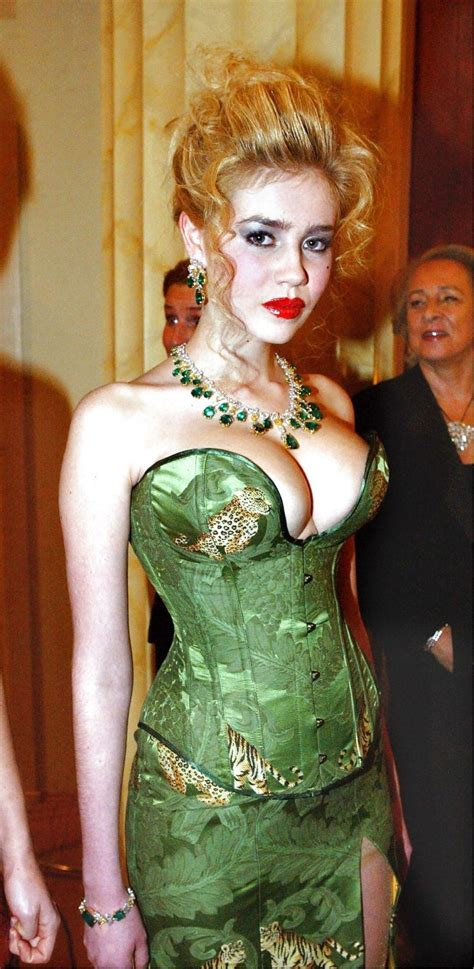 palina rojinski  sexy boobs und peplum dress
