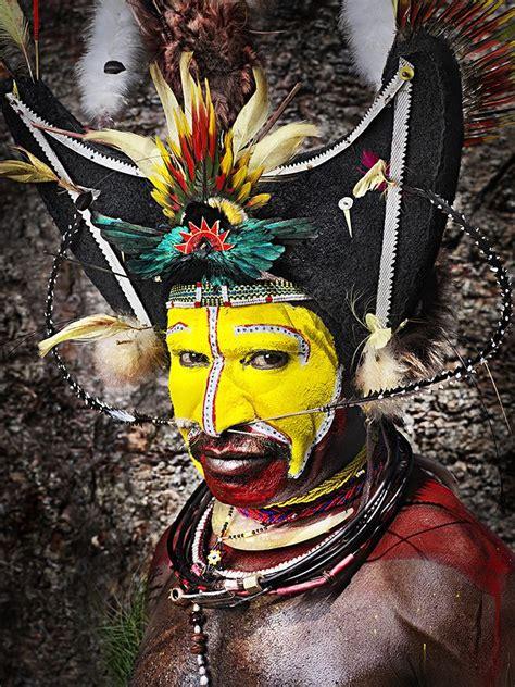 Mascara Sariayu Papua 1000 images about huli tribe on papua new guinea show makeup and warriors