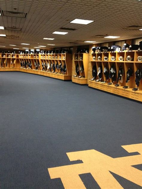 notre dame locker room retweets 4 the twitterless page 98 notre dame football news and talk