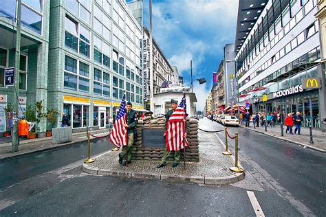 PHOTO: Checkpoint Charlie in Berlin