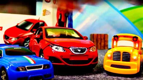 Auto Zusammenbauen by Spielzeugautos Speedy Und Bussy Bauen Einen Audi A1