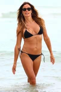 lori loughlin vegan 47 yr old women abs pics kelly bensimon trupi hot i