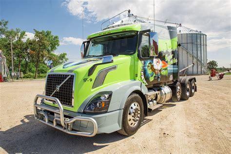 custom volvo trucks volvo trucks a custom volvo vnl named turbo turtle