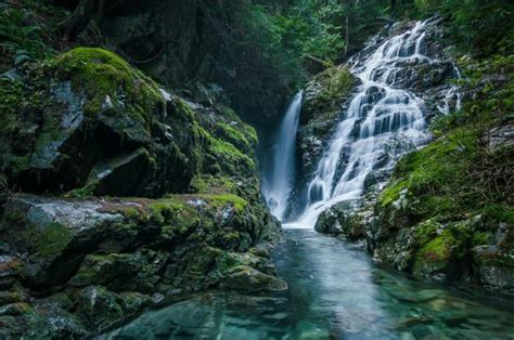 top  waterfalls  visit    vancouver