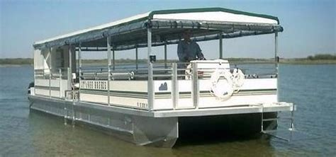 lake grapevine boat rs miss selina 50 passenger party boat na slici je sam s