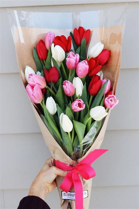 tulips or roses for valentines 25 best ideas about valentines flowers on