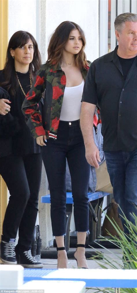 Set Selena Vsdcdm selena gomez looks chic in jacket while shooting psa daily mail