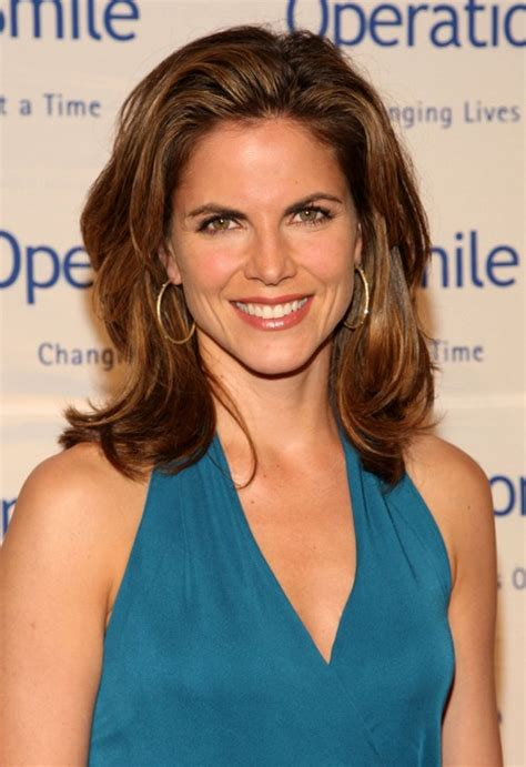 summer waves hair natalie morales face flattering hairstyle for medium length thick hair