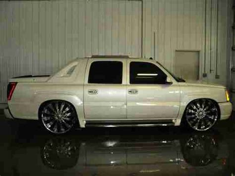 sell   cadillac escalade ext awd bagged sunroof