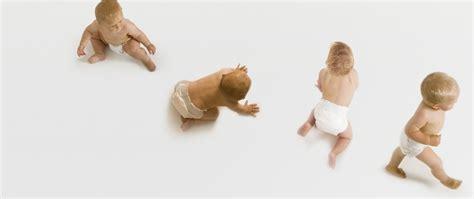 wann lernen baby laufen wie unterst 252 tze ich mein beim laufen lernen