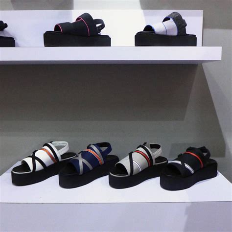 Sepatu Merk Lokal 11 merek sepatu lokal kekinian yang recommended dibeli
