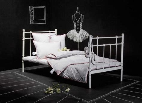 drawing on bedroom walls creative black and white bedroom decorating ideas with chalk