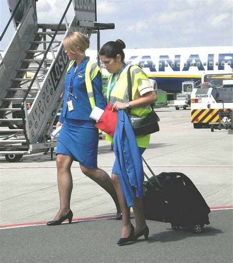 cabin crew ryanair ryanair cabin crew stewardess