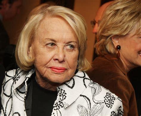 Sunday Gossip Smith by Gossip Columnist Liz Smith Dies At 94 89 3 Kpcc