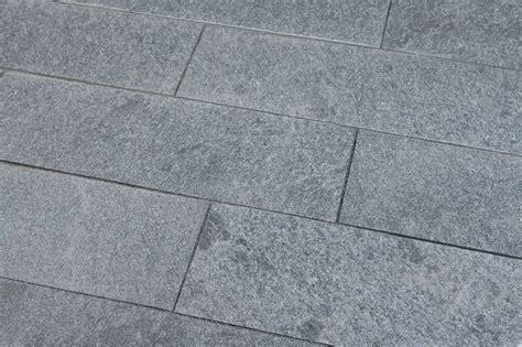 terrassenplatten 6cm terrassenplatten gneis maggia spaltrau naturstein